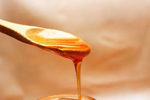 tekoucí med