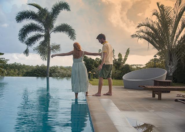 Muž, žena, bazén.jpg