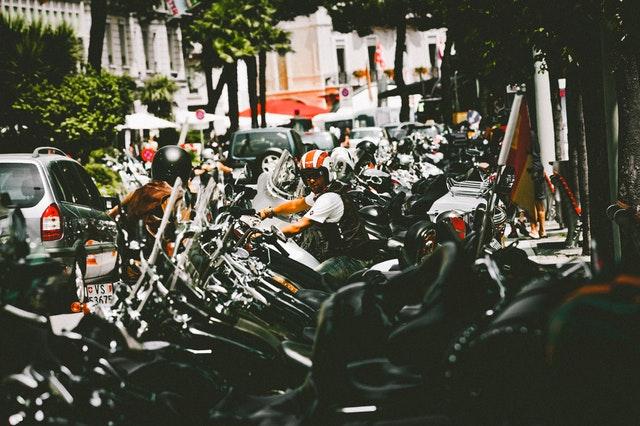 zaparkované motorky